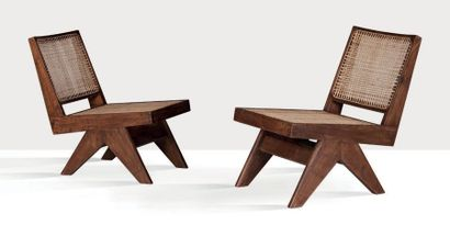 Pierre Jeanneret (1896-1967) Paire de chauffeuses dites Armless easy chair Teck,...