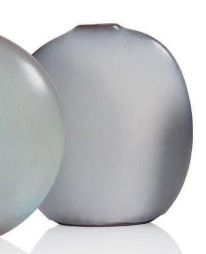 JACQUES (1926-2008) & DANI (1933-2010) RUELLAND Vase dit amande Céramique H.: 22.5...