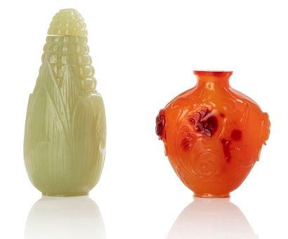 CHINE XIXE SIÈCLE Deux flacons tabatières, l'un reprenant la forme d'un épi de maïs...