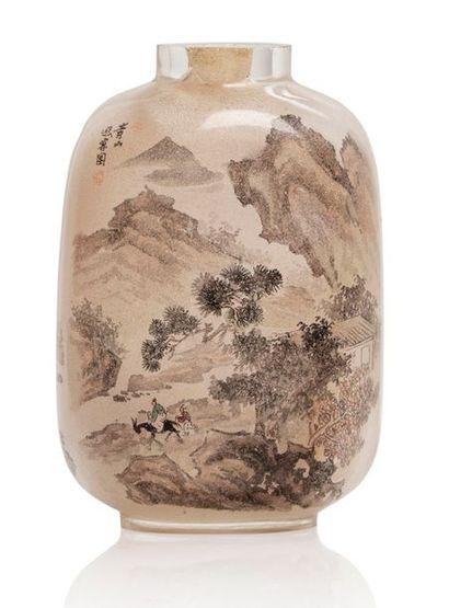 CHINE XXE SIÈCLE Flacon tabatière en verre peint à l'intérieur, à décor d'un sage...