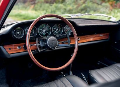 1966 PORSCHE 911 2.0 Exemplaire intégralement restauré Très important dossier de...