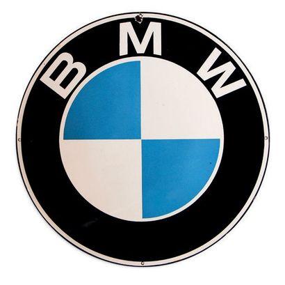 BMW Plaque en tôle émaillée et bombée Bon état, éclats en bordure Dim: 60 cm env...