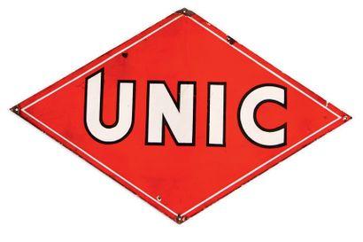 UNIC Plaque en tôle émaillée Etat moyen, éclats Dim: 76 X 120 cm environ