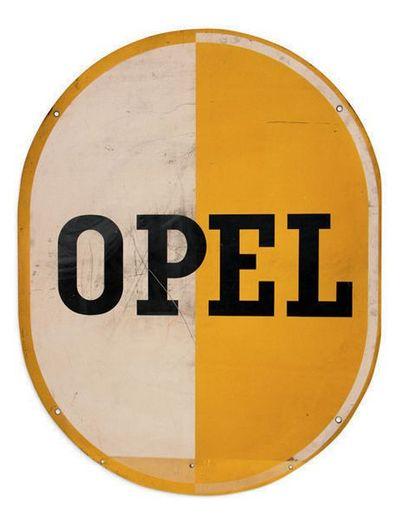 VOLVO - OPEL Lot de 2 tôles peintes Volvo double face Dim: 68 X 68 et 100 X 78 cm...