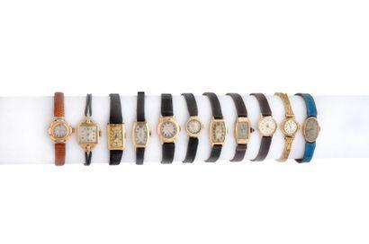 LOT de 10 montres de dame en or. Et une montre...