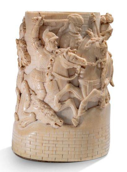 CORPS DE CHOPE en ivoire sculpté en fort...