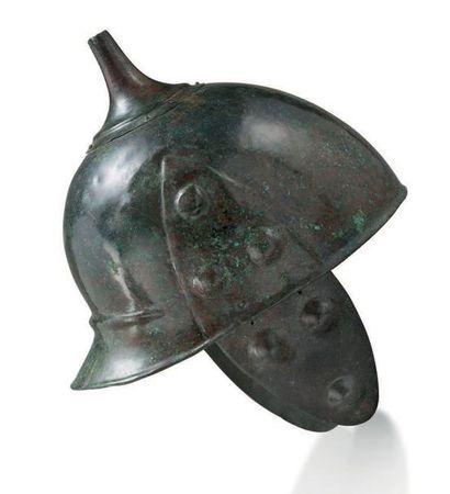 Casque celte oriental IIIE s. av. J.-C. A rare celtic bronze helmet Circa 3rd cent...