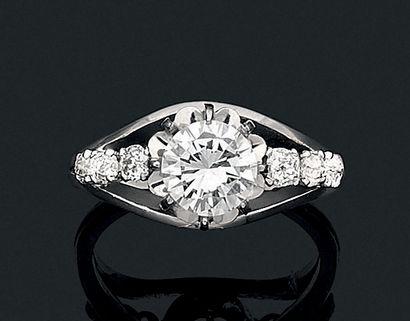 """Bague """"diamants"""" Diamant de taille brillant, diamants de taille ancienne, or 18k..."""
