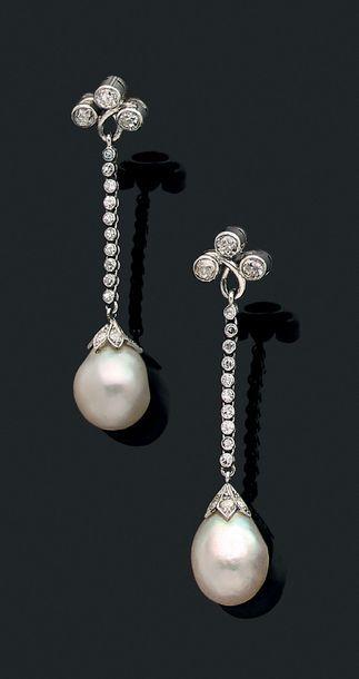 """Paire de pendants d'oreilles """"perles fines"""" Perles fines en goutte, diamants et..."""