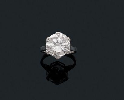 """Bague """"solitaire"""" Diamant de taille brillant, platine (950). Td.: 50 - Pb.:6gr Accompagnée..."""
