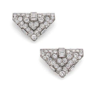 Paire de clips de revers Diamants ronds et diamants baguettes, or gris 18K (750)...