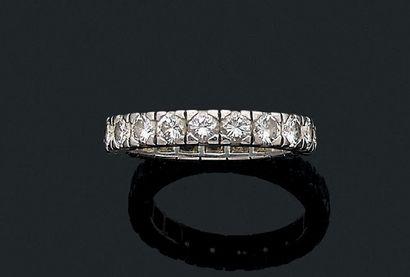Alliance Diamants ronds, platine (950) Td.: 53 - Pb.: 5.6gr A diamond and paltinum...