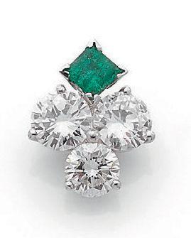 Pendentif Diamants de taille moderne, émeraude carrée, or gris 18k (750). Poids...