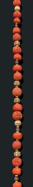 Collier de perles gravées Corail et or 18K...