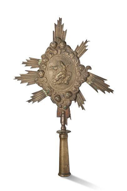 FLABELLUM en bronze doré représentant la...