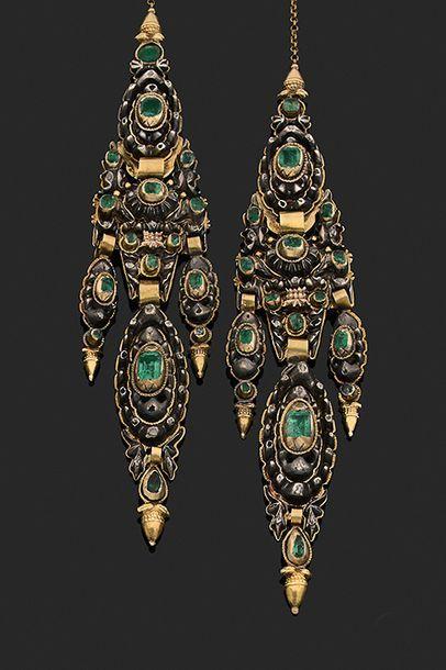 Paire de pendants d'oreilles Or 18k (750)...