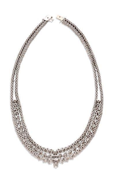 CHAUMET Important collier de diamants de taille poire, brillant et princesse, or...