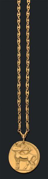 VAN CLEEF & ARPELS «Zodiac» Sautoir et pendentif «Sagittaire» or 18k (750). Signés...