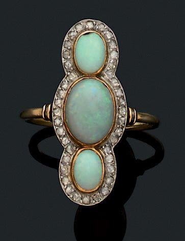 Bague Opales, diamants, or 18K (750) Td.:...
