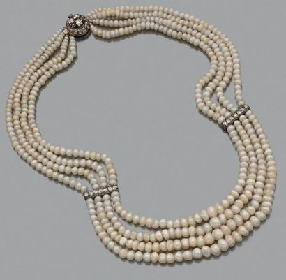Perles fines Collier de 4 rangs de perles...