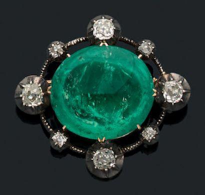 Broche «émeraude» Emeraude cabochon, diamants...