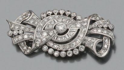 Broche Diamants, or gris 18k (750) et platine...