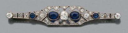 Broche Saphirs ovales et diamants de taille...