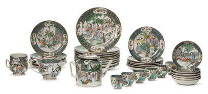CHINE XIXE SIÈCLE Service en porcelaine et émaux de la famille verte, à décor de...