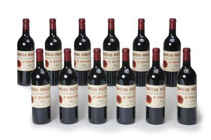 12 blles Château Figeac - 2002 - Saint-Emilion...