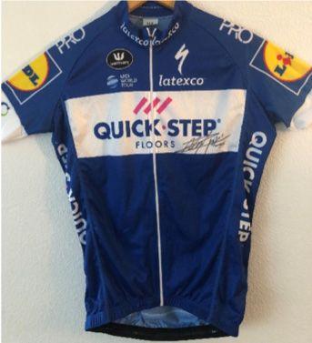 1 maillot cycliste QUICK STEP signé de Julian...