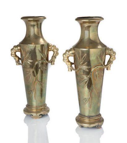 CHINE DU SUD - VIETNAM PREMIÈRE MOITIÉ DU XXE SIÈCLE Ensemble de deux paires de vases...