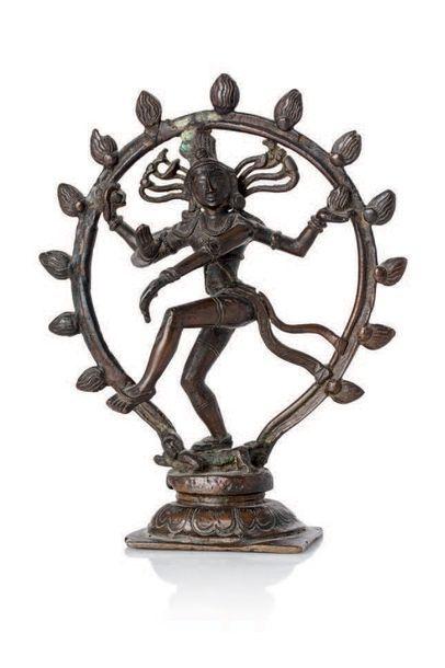 INDE FIN XIXE SIÈCLE Sujet en bronze représentant Siva Nataraja, dansant sur un corps,...
