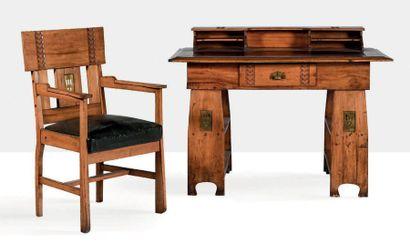 TRAVAIL HONGROIS Ensemble comprenant un bureau et un fauteuil Bois, laiton, cuir...