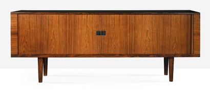 HANS J WEGNER (1914-2007) Bahut dit Ry 25 Palissandre, laiton 80 x 200 x 49 cm. Ry...