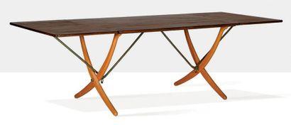 Hans WEGNER (1914-2007) Table dite AT-304 Teck, laiton, chêne 73 x 240 x 86 cm. Andreas...