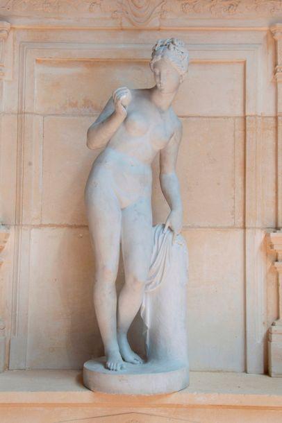 Vénus à la Pomme, statue en marbre blanc statuaire de Carrare. Vers 1880. Ht: 93...