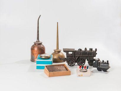Lot de matériel ferroviaire dont burette...