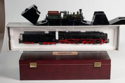 MARKLIN «HO»: Locomotive BR 53 de la DB, noire, réf. 37020 (bo).  -Locomotive...
