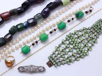 Lot en métal, pierres de couleur, pierres...