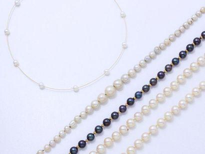 Lot composé de 3 colliers de perles de culture...