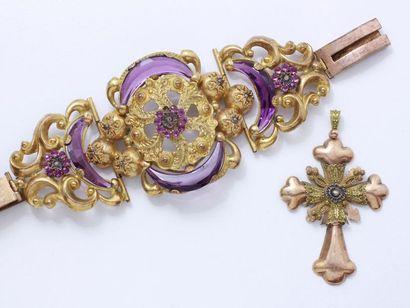 Lot en pomponne et métal doré, composé d'un important bracelet habillé de pierres...