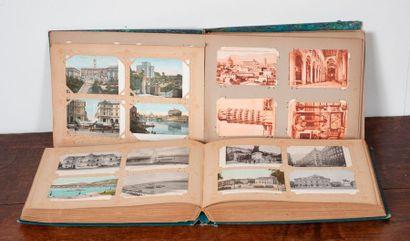 Lot de deux albums de cartes postales