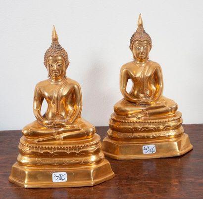 Paire de bouddhas en bronze doré.