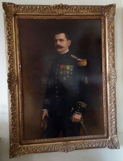 Ecole FRANCAISE vers 1900  Portrait d'officier...