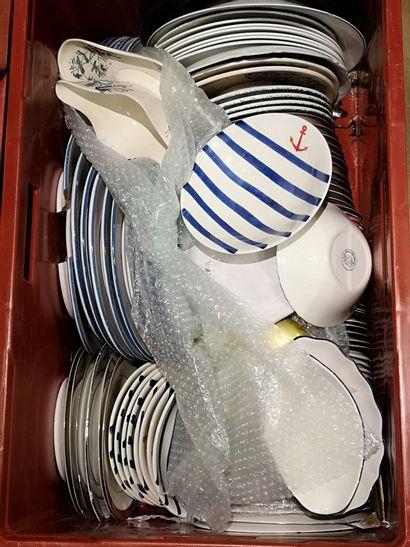 Lot de vaisselle dépareillée: partie de...