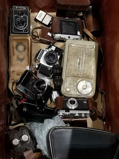 Appareils photo, jumelles, radios et div...