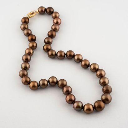 Collier en légère chute de perles de culture...