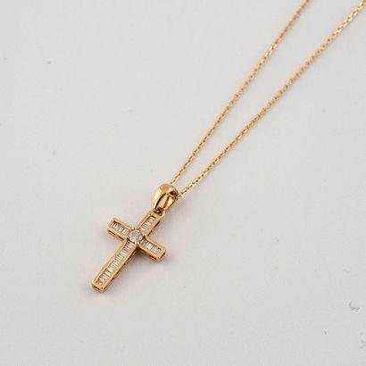 Pendentif croix et chaîne en or jaune 18K...