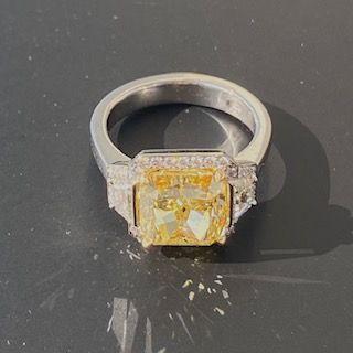 Bague en platine (950°/00) sertie d'un diamant...