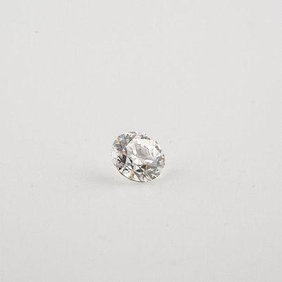 Diamant rond taillé en brillant moderne certifié...